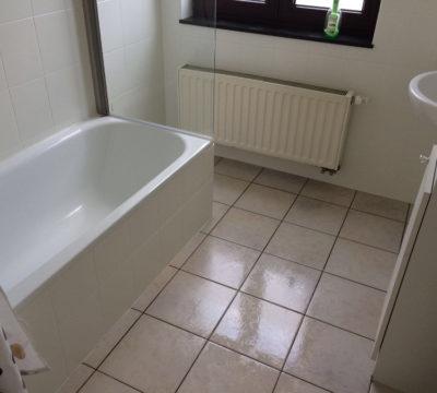 Schoonmaak van een badkamer bij een particulier