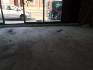 Voor het reinigen van de betonvloer